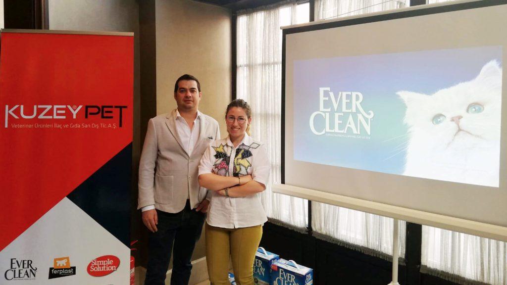 Kuzey Pet, yeni Ever Clean® Total Cover ürününü hekimlerle buluşturdu