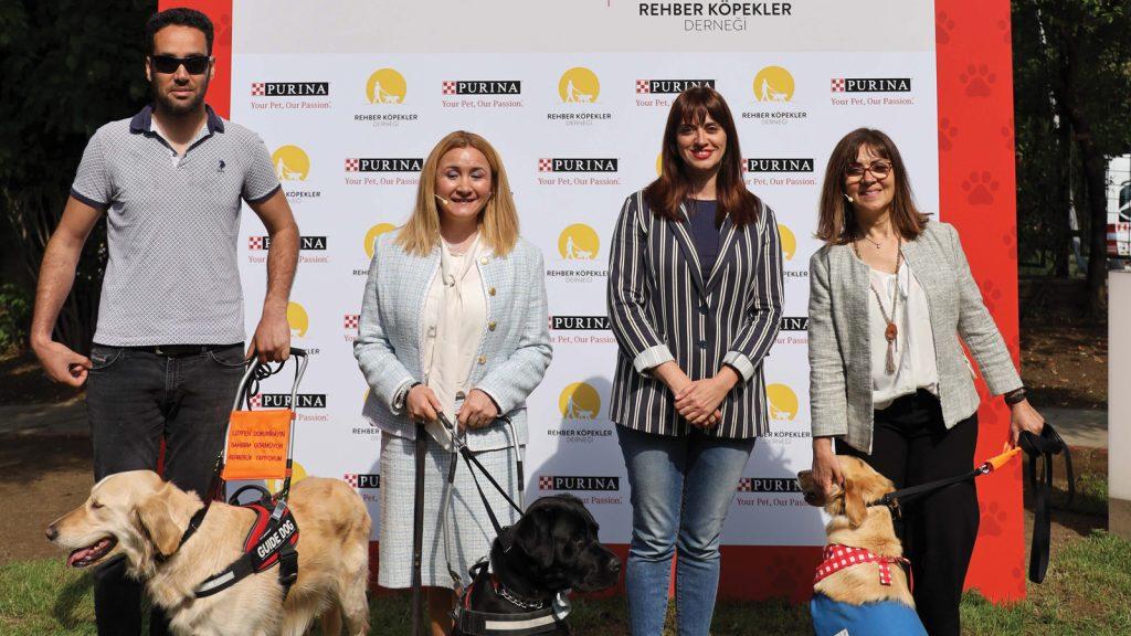 Nestlé Purina PetCare  ve Rehber Köpekler Derneği görme engelliler için umut oluyor